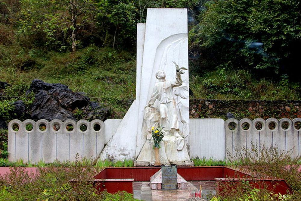Khu di tích anh hùng liệt sỹ Kim Đồng.