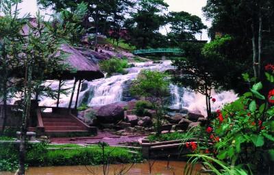 Một góc cảnh quan tuyệt đẹp tại thác Cam Ly