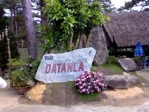Tảng đá đánh dấu vị trí  khu thác Đatanla