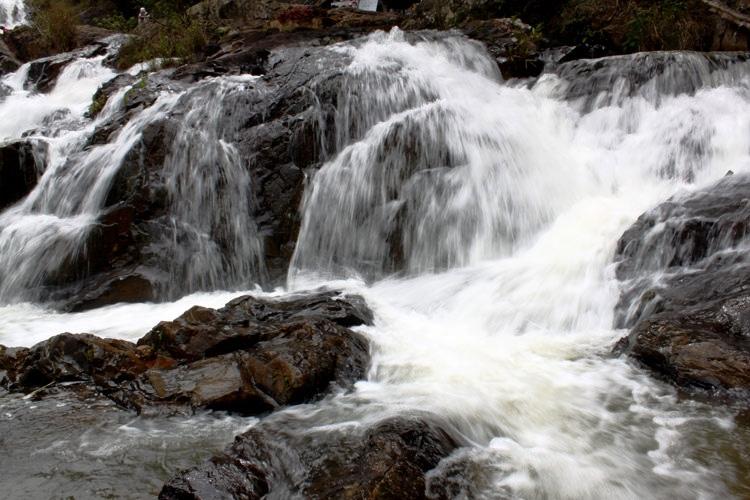 Dòng nước chảy của Thác Đatanla