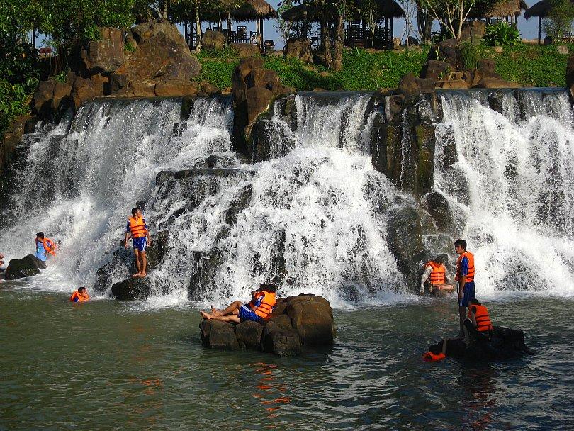 Bạn có thể du lịch thác Giang Điền vào bất cứ thời điểm nào trong năm