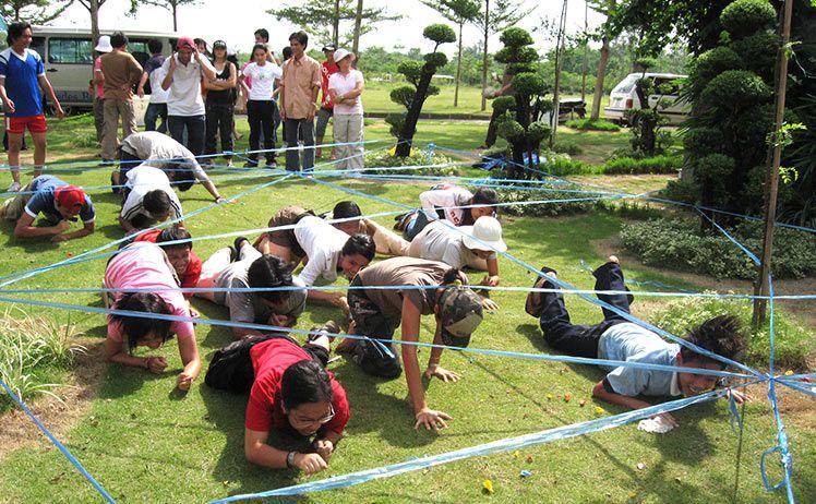 Các trò chơi tập thể tại thác Giang Điền