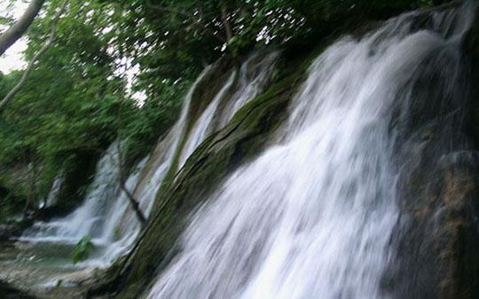 Vẻ đẹp hoang dại của thác Voi