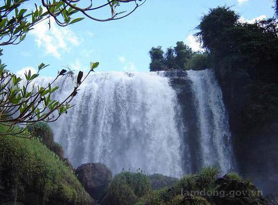 Thác Voi là một trong những thác nước đẹp của Tây Nguyên hùng vĩ