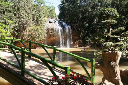 Chiếc cầu nhỏ phía sau thác Prenn