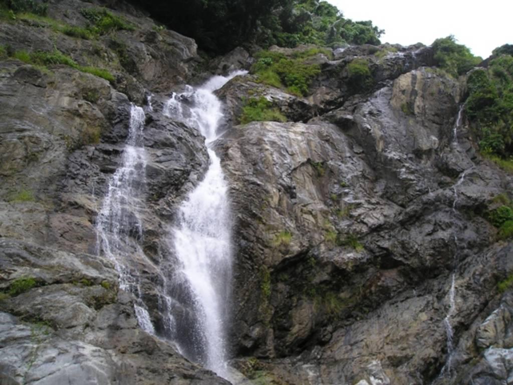 Độ cao của thác khoảng 40-50mét.