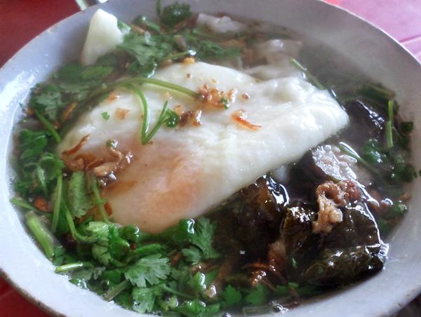 Bánh cuốn trứng Thái Nguyên.