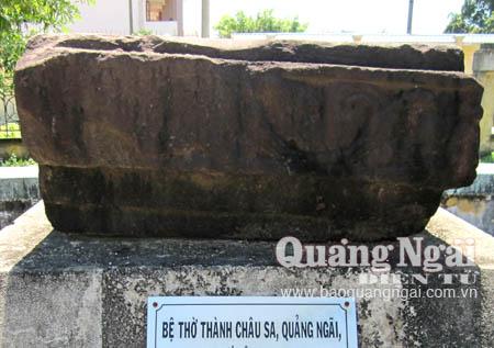 Bệ thờ Châu Sa trưng bày tại Bảo tàng Quảng Ngãi