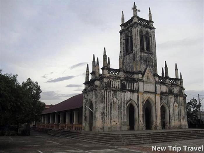 Nhà thờ Hà Dừa được xây vào những năm 1800