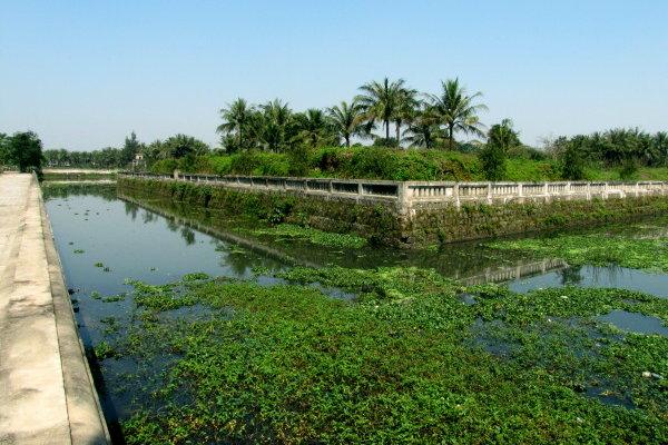 Hệ thống kênh hào bao xung quanh Thành