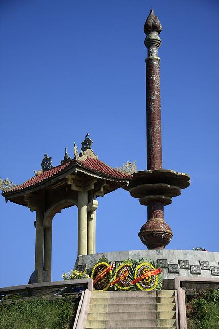 Đài tưởng niệm các anh hùng liệt sĩ