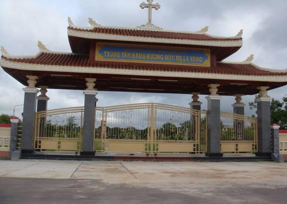 Cổng vào thánh địa LaVang