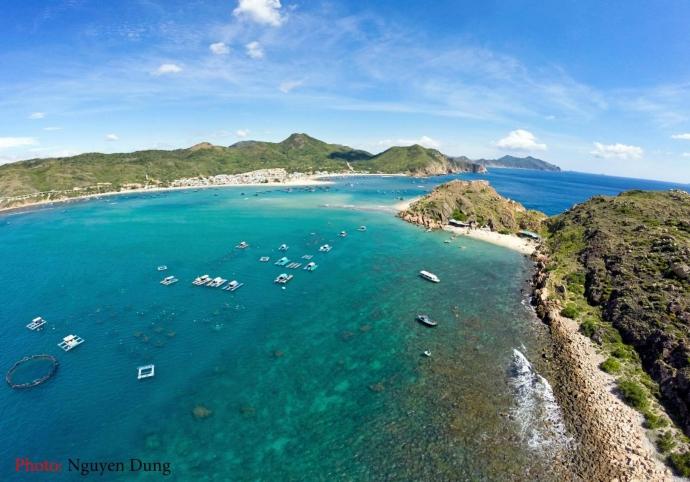 Vẻ đẹp hoang sơ và quyến rũ của biển Hòn Khô
