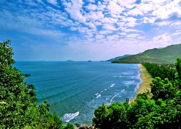 Biển Quy Hoà - Điểm du lịch hấp dẫn ở Quy Nhơn.