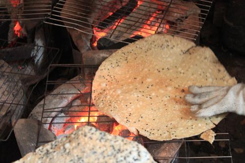 Bánh tráng nước dừa - Món ngon Quy Nhơn đạm bạc mà hiếu khách