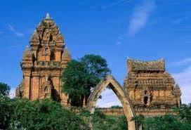 Tháp Po Klong Garai là tên gọi chung cho một cụm tháp Chàm hùng vĩ và đẹp nhất còn lại ở Việt Nam