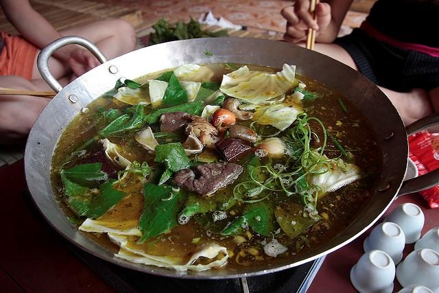 Thắng Cố là một món đậm chất vùng cao tây bắc mà bạn không thể bỏ lỡ ở Sapa.
