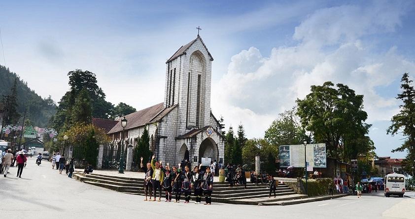 Nhà thờ đá Sapa - điểm du lịch ở trung tâm thị trấn Sapa.