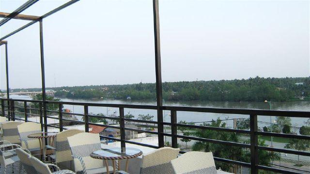 Khung cảnh nhìn từ khách sạn Hàm Luông
