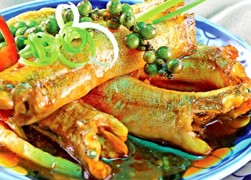 Đặc sản Bến Tre: Cá bống kho nước dừa