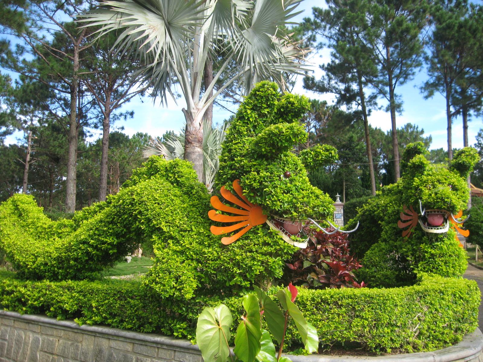 Khu vườn xanh trong Thiền Viện Trúc Lâm