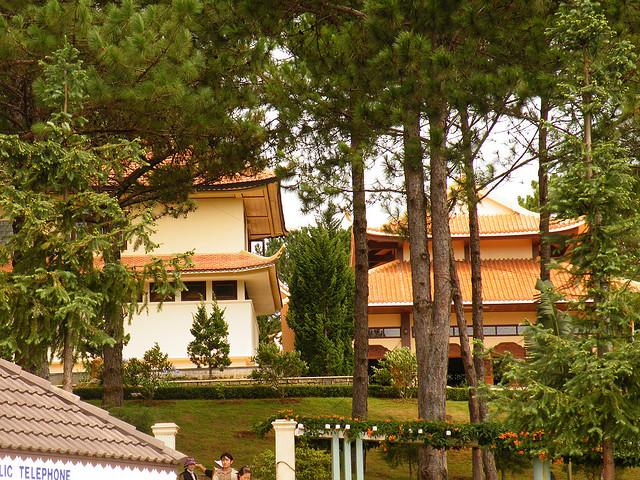 Khuôn viên  bên ngoài Nhà khách Thiền Viện Trúc Lâm