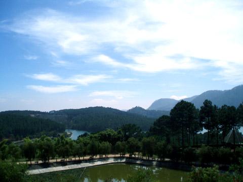 Phía trước Thiền viện
