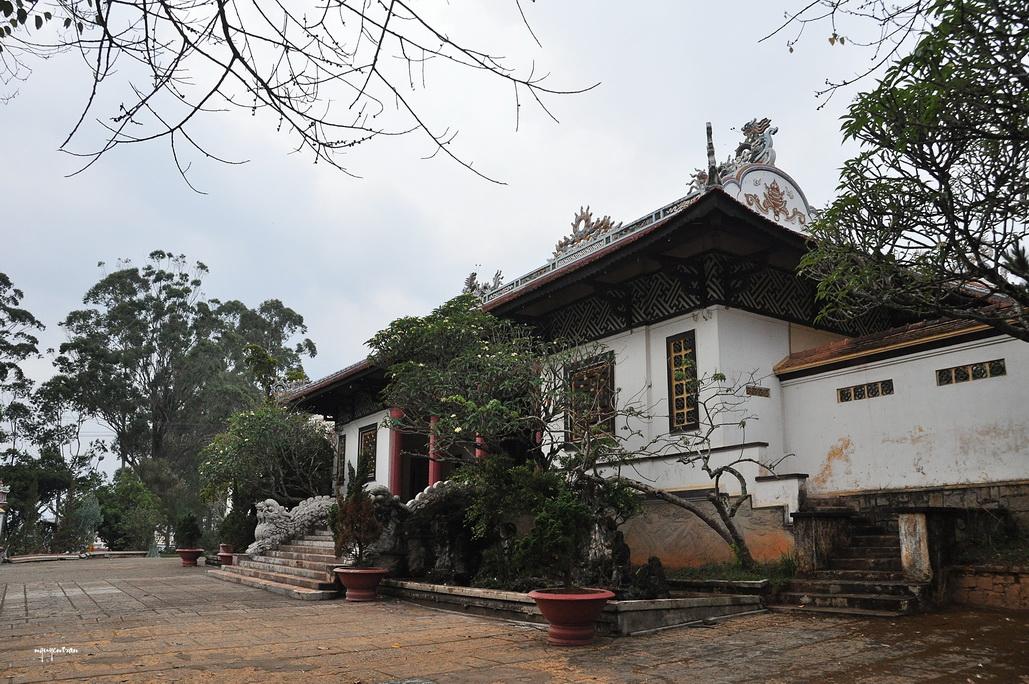 Được khởi công xây dựng vào năm 1938, chùa Linh Sơn là một quần thể kiến trúc bao gồm nhiều hạng mục