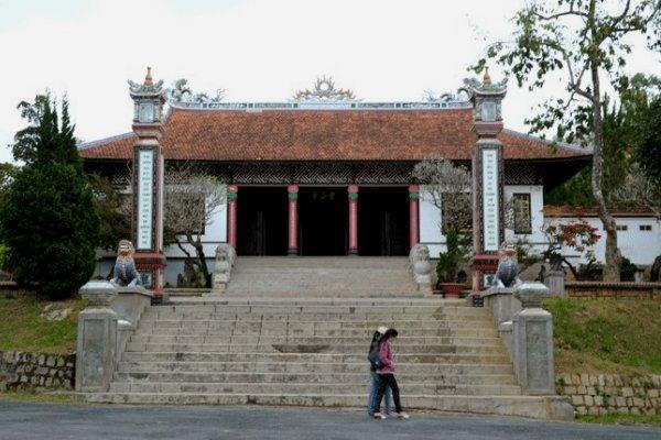 Chính điện chùa Linh Sơn