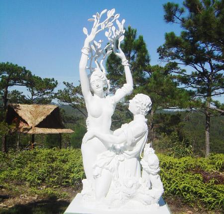 Những bức tượng được khắc họa thật công phu, phần nào nói nên cái tên