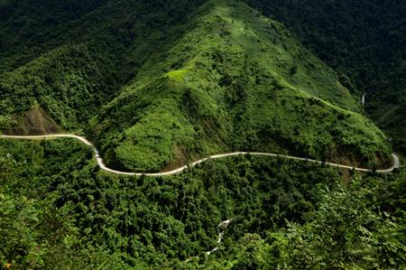 Đường đèo Cao Phạ.