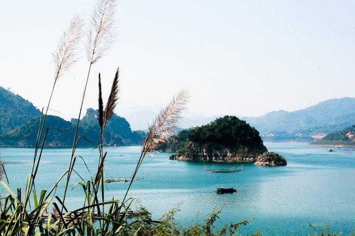 Lòng hồ Thung Nai