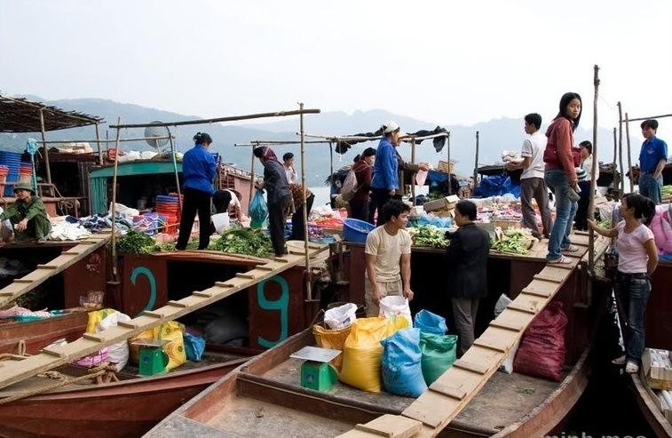 Phiên chợ nổi Thác Bờ