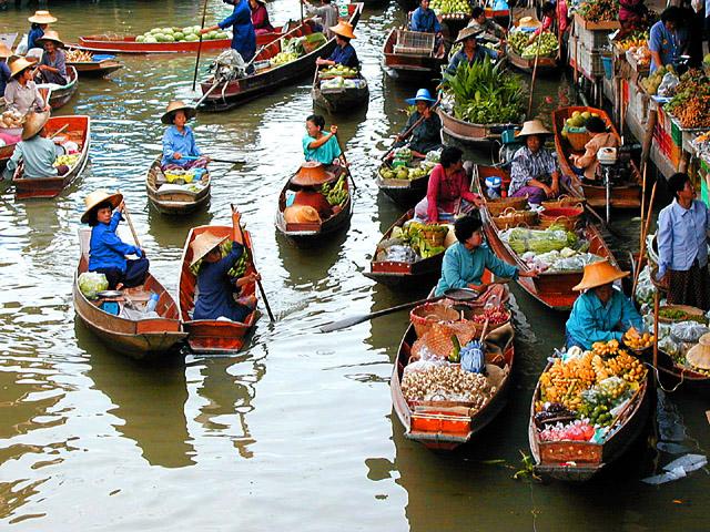 Điểm du lịch hấp dẫn: Chợ nổi Cái Bè.