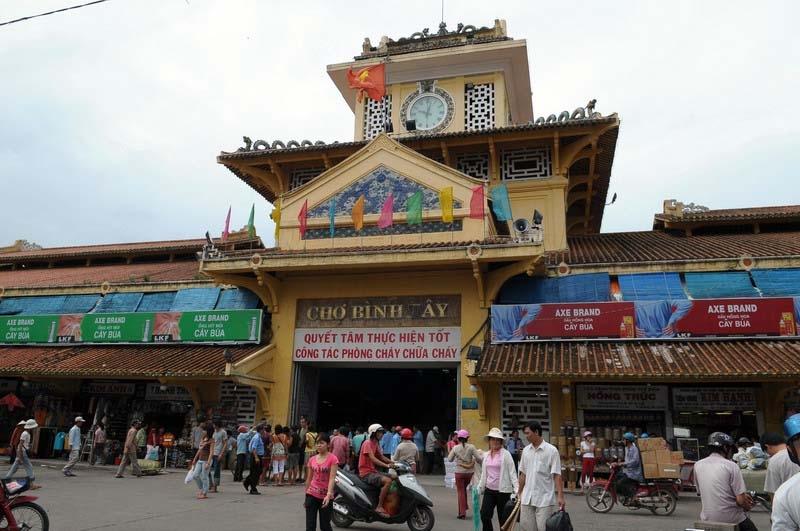 Điểm du lịch hấp dẫn: Chợ Bình Tây.