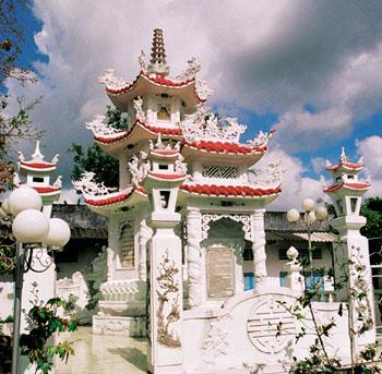 Khu nhà mồ - nơi lưu giữ hài cốt của ni sư tiền nhiệm Tịnh Xá Ngọc Minh