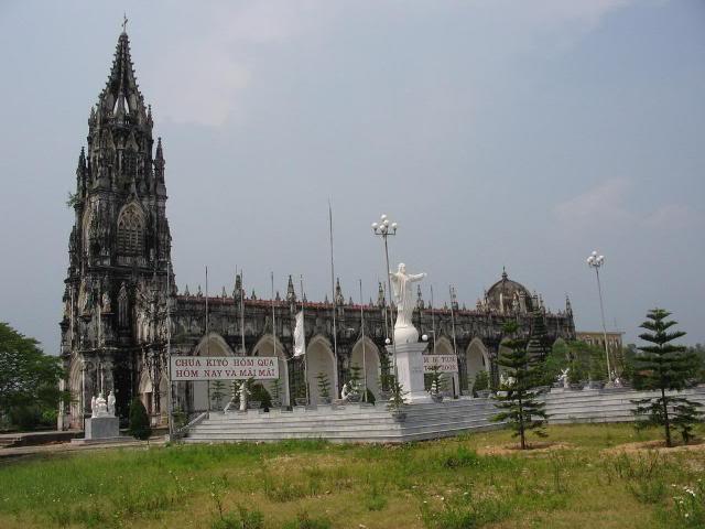 Điểm chụp hình đẹp ở Trà Cổ - nhà thờ Trà Cổ