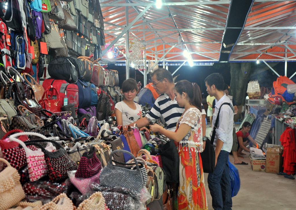 Đi chợ đêm Móng Cái