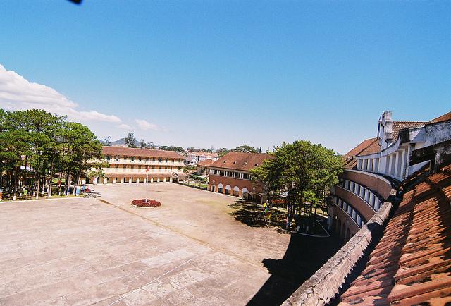 Khuôn viên xung quanh sân trường Cao Đẳng Sư phạm Đà Lạt