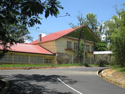 """Hầu hết những ngôi nhà có """"tuổi"""" trong trường thường duy trì được hoạt động từ những ngày xây dựng."""