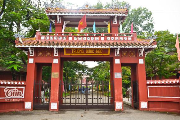 Cổng trường Quốc học Huế