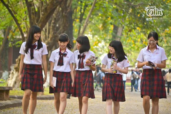 Những nữ sinh Quốc học Huế trẻ trung với đồng phục