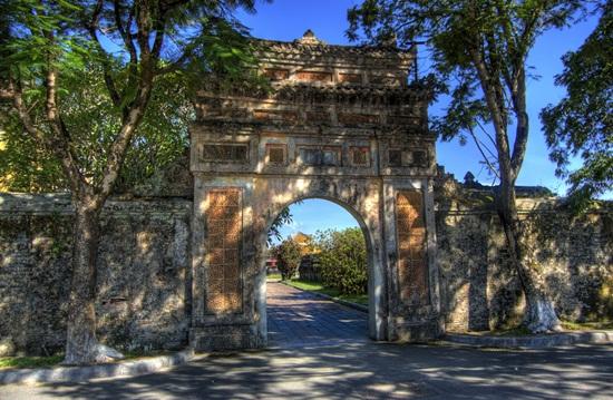 Cổng sau Tử Cấm Thành dẫn ra cửa Hòa Bình