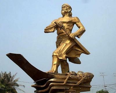 Tượng đài Quản cơ Trần văn Thành trước UBND huyện Châu Phú, tỉnh An Giang.