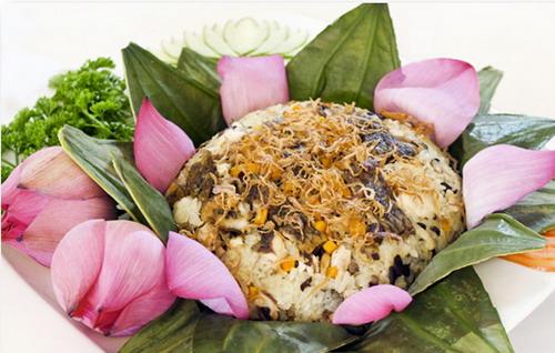 Món cơm thập cẩm Huế