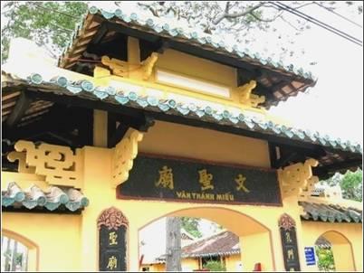 Cận cảnh cổng tam quan Văn Thánh Miếu – Ảnh: nguồn mytour.vn