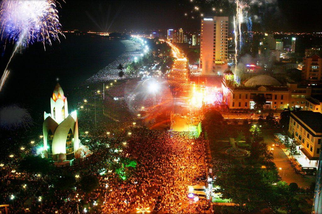 Festival biển Nha Trang đón hàng nghìn lượt khách về thăm