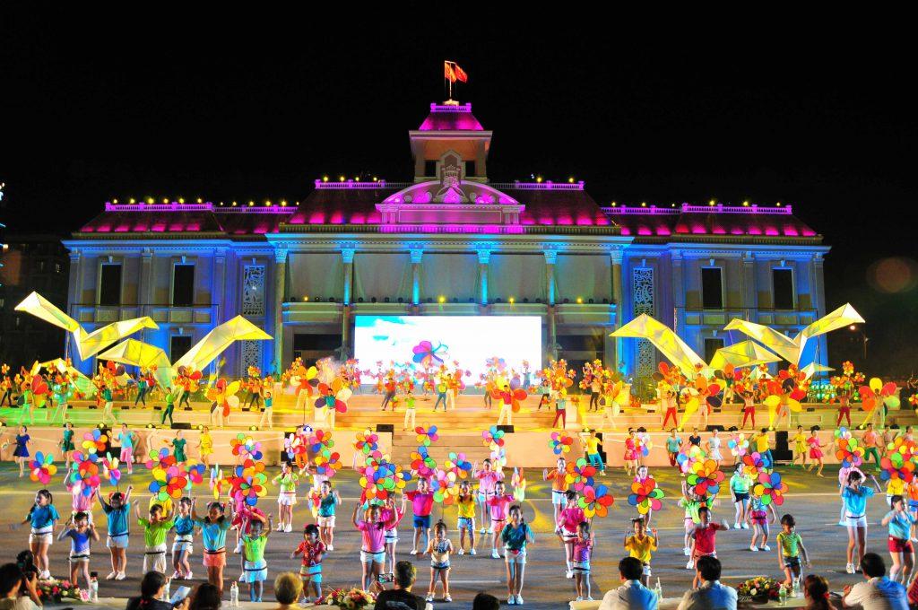 Tham gia festival biển Nha Trang