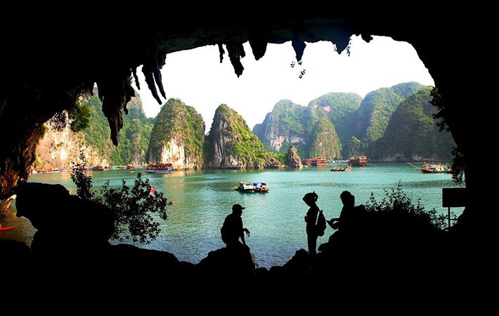 Khung cảnh nhìn từ cửa hang Bồ Nâu