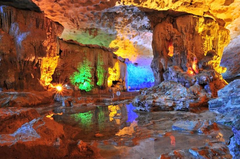 Hang Sửng Sốt- top 10 địa danh đáng đến nhất của Vịnh Hạ Long